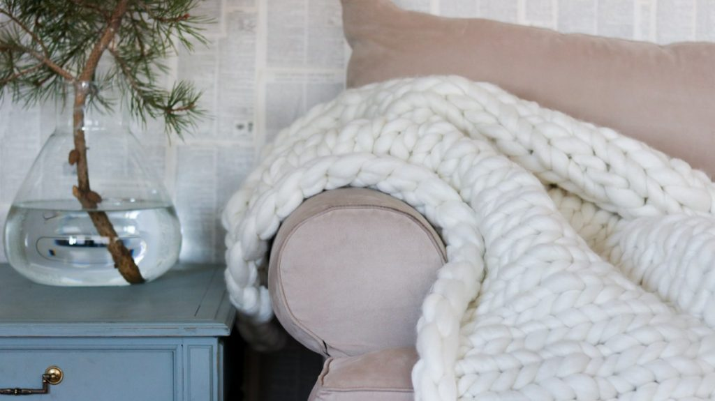 Chunky knit throw for seasonal decor