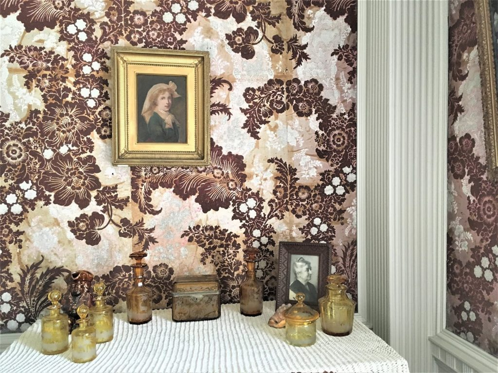 Flocked wallpaper from 1700's